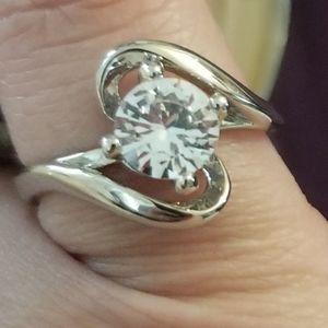 Nwt ladies gorgeous ring